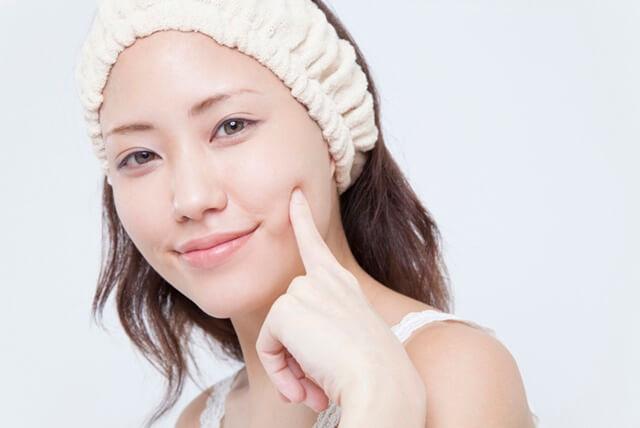 頬のシミ 美白化粧品